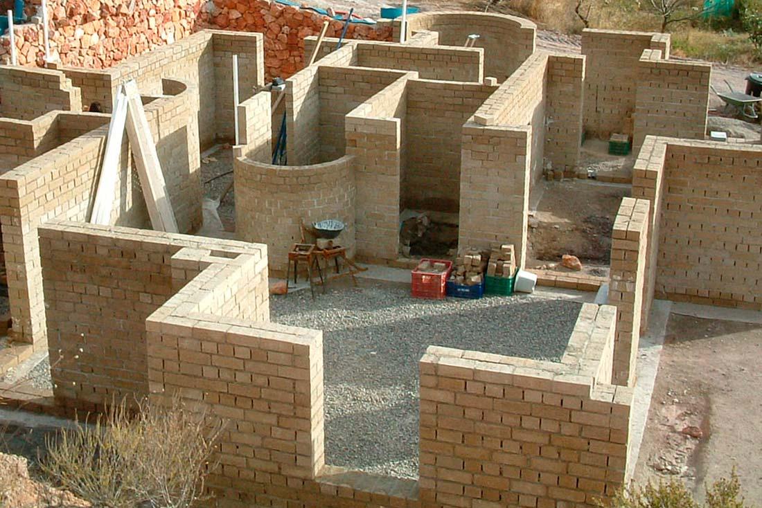 walls-with-hemp-clay-bricks-Cannabric-in-construction-